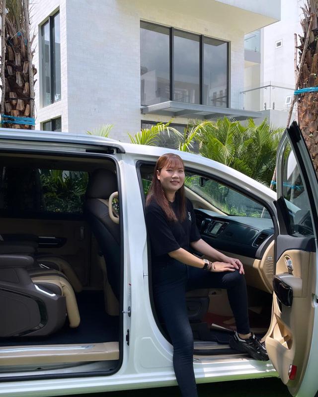 Nữ hoàng nội y Ngọc Trinh mua Kia Sedona Signature giá hơn 1,2 tỷ đồng tặng trợ lý Thúy Kiều - ảnh 5