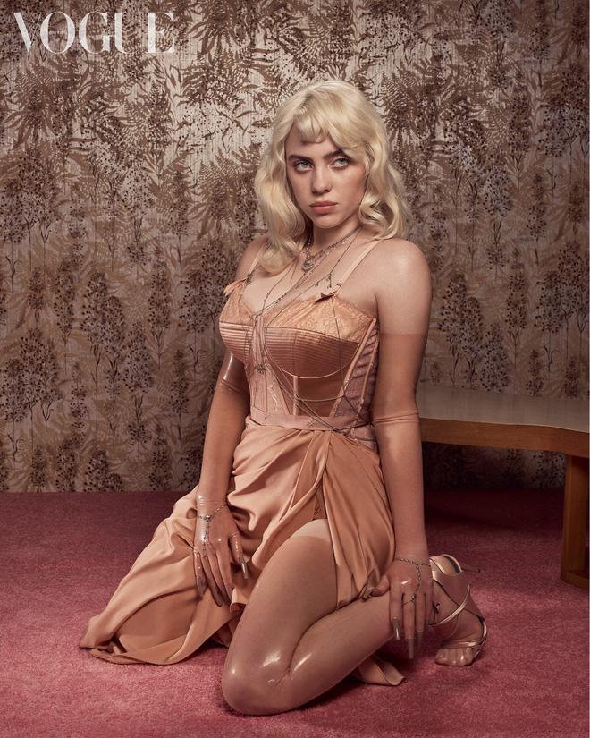 Hành trình Billie Eilish lột xác: Đóng thùng không hở 1cm vì bị lạm dụng tình dục và màn bung xoã sexy khiến thế giới nghẹt thở - Ảnh 16.