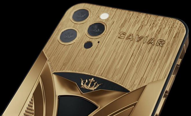 Chơi xe kiểu nhà giàu: Chi 7 tỷ mua cặp Tesla và iPhone 12 mạ vàng giới hạn 99 đôi trên toàn thế giới - ảnh 3