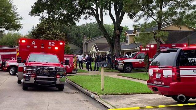 Tìm 3 mẹ con mất tích, cảnh sát kinh hoàng phát hiện hơn 100 người chỉ mặc đồ lót ở cùng họ trong ngôi nhà tồi tàn - ảnh 4