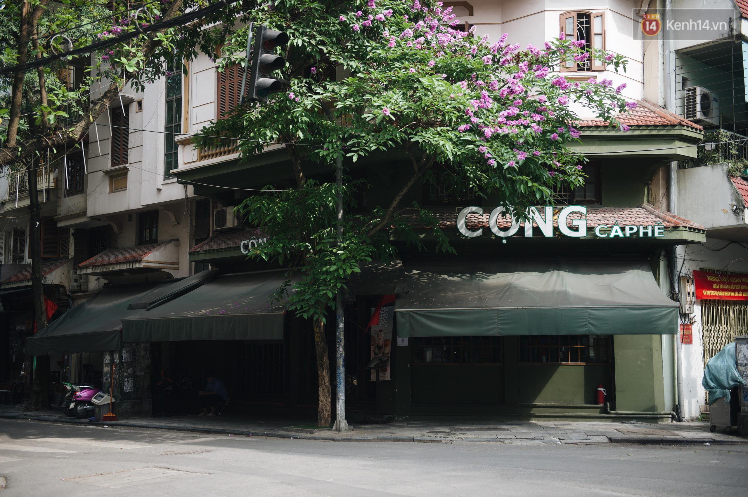 Phố xá Hà Nội ngày đầu toàn dân đi làm trở lại: Lác đác hàng ăn sáng mở cửa, cà phê hiếm bóng người - Ảnh 12.