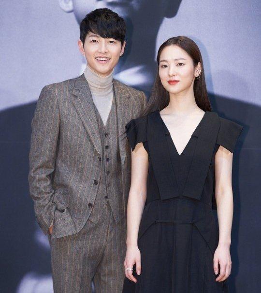 Rần rần khoảnh khắc Song Joong Ki bật khóc vì được mừng sinh nhật bất ngờ, tình màn ảnh có hành động dỗ ngọt lịm khác thường - ảnh 9