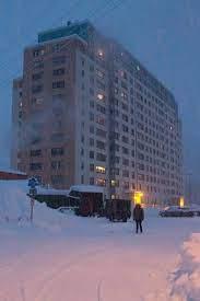 Cô gái bóc phốt quê hương: Thị trấn 300 người sống chung trong 1 tòa nhà, không kiếm nổi người yêu vì toàn... bạn thân từ bé - ảnh 4