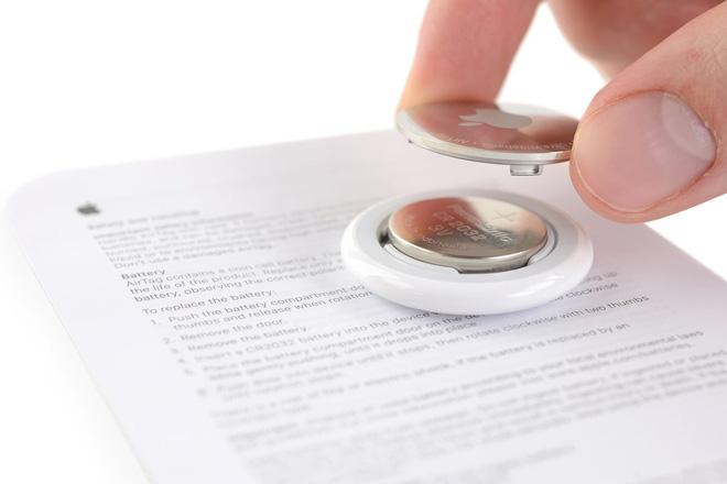 iFixit thử khoan một lỗ nhỏ trên Apple AirTag để móc chìa khóa, kết quả vẫn hoạt động bình thường - ảnh 1