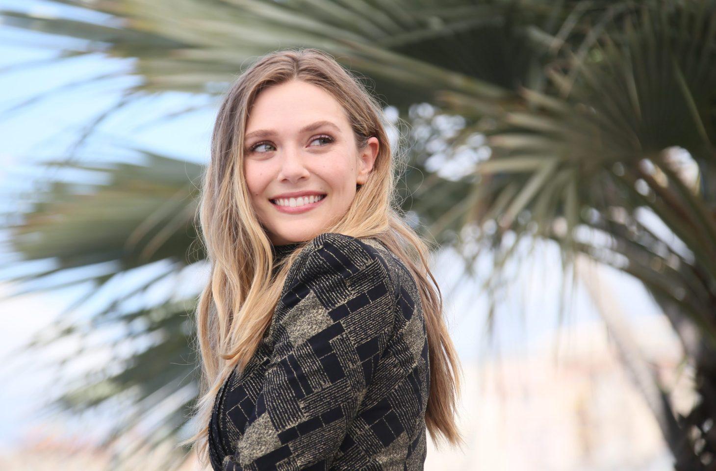 Mỹ nữ Elizabeth Olsen hóa tiểu tam khát máu, cầm rìu giết chính thất dựa theo vụ án có thật từng gây rúng động - Ảnh 1.