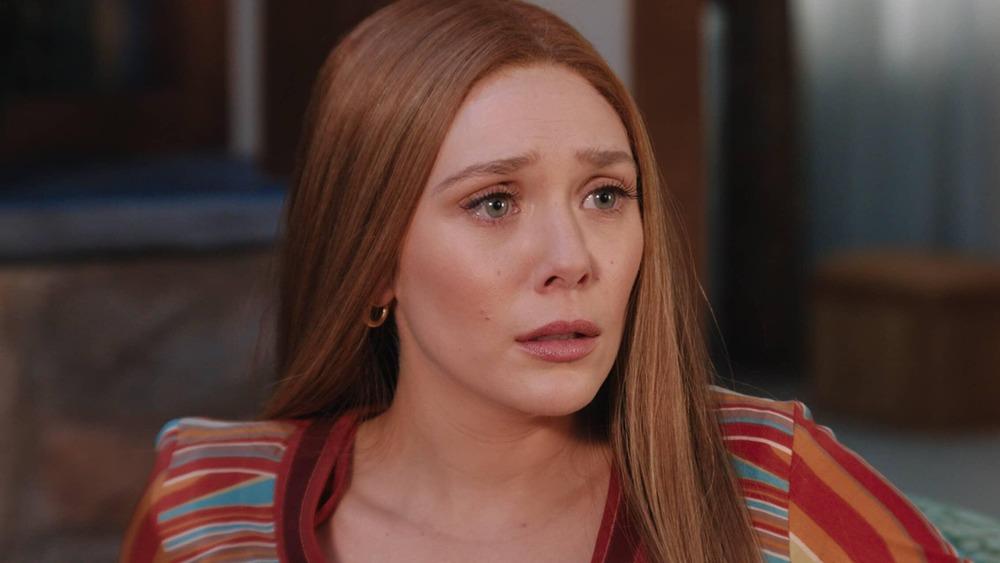 Mỹ nữ Elizabeth Olsen hóa tiểu tam khát máu, cầm rìu giết chính thất dựa theo vụ án có thật từng gây rúng động - Ảnh 3.