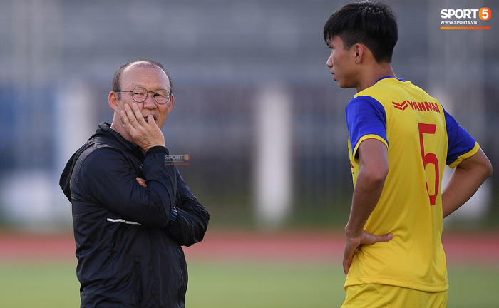 HLV Park Hang-seo vẫn chờ Văn Hậu trở lại tuyển Việt Nam ở vòng loại World Cup - Ảnh 2.