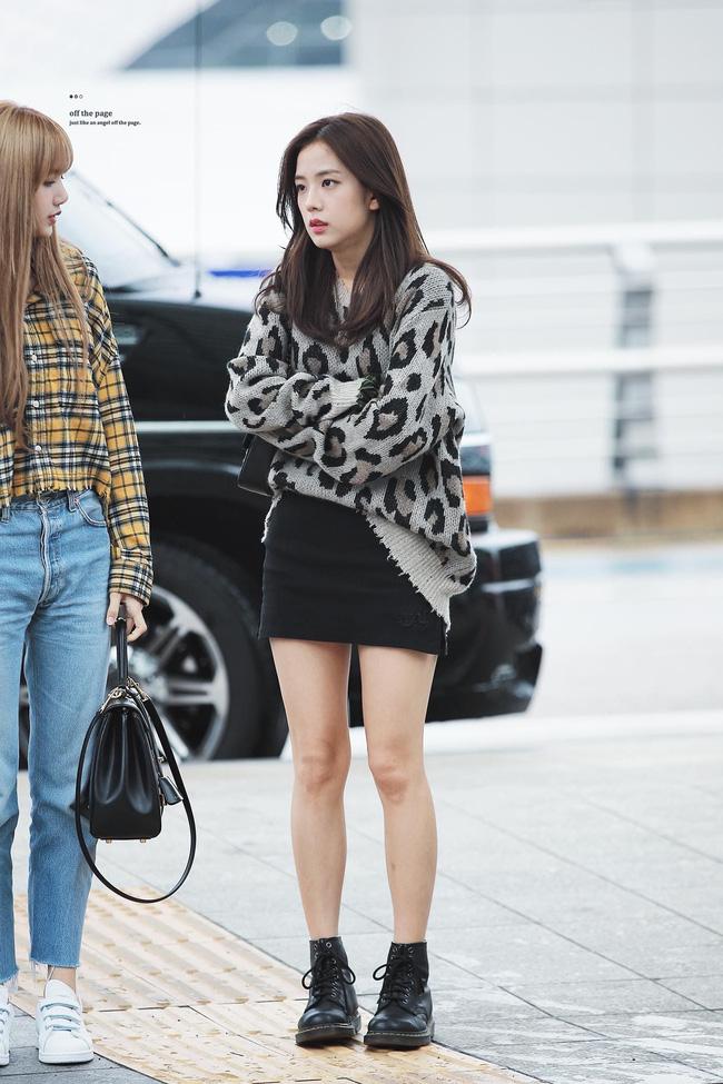Không phải chân váy dài, đây mới là kiểu chân váy Jisoo mặc vì giúp ăn gian cả chục phân chiều cao - ảnh 9