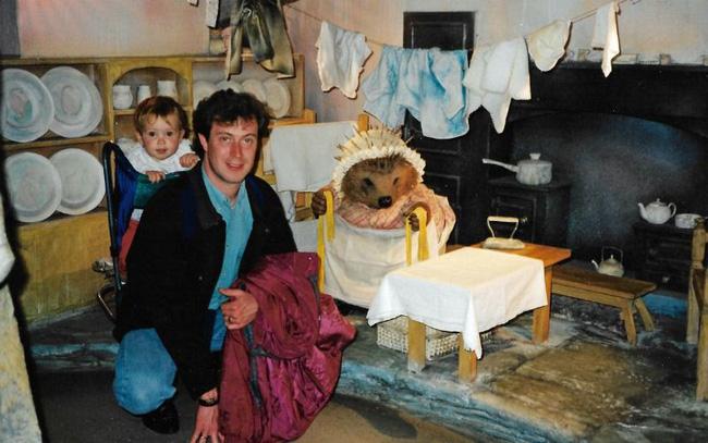 Bố đột tử không rõ nguyên nhân, con gái quyết tìm cho ra nguyên do nhưng 14 năm sau thủ phạm lộ diện khiến bản thân cô cũng run rẩy - Ảnh 2.