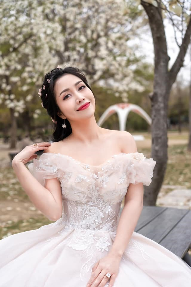 Ốc Thanh Vân gây tranh cãi nảy lửa khi khen vợ cũ Hoài Lâm dưới status xác nhận hẹn hò, Cindy Lư phản hồi ra sao? - ảnh 3