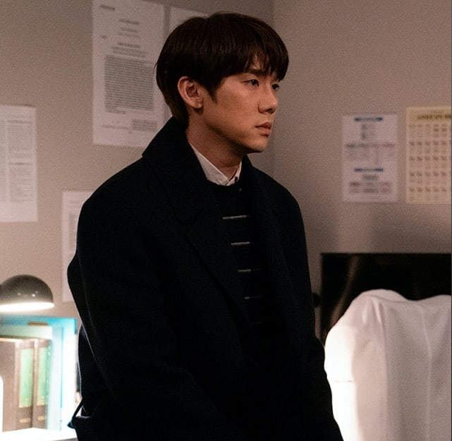 4 chuyện tình bỏ ngỏ đợi hồi kết ở Hospital Playlist 2: Jo Jung Suk có cưa đổ crush 20 năm? - ảnh 2