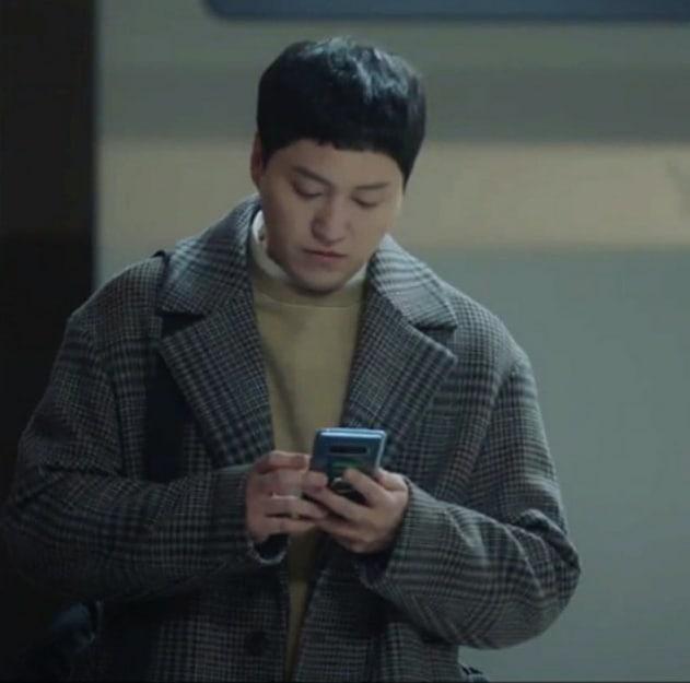 4 chuyện tình bỏ ngỏ đợi hồi kết ở Hospital Playlist 2: Jo Jung Suk có cưa đổ crush 20 năm? - ảnh 4