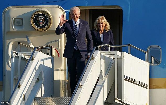 """Khoảnh khắc Đệ Nhất Phu nhân Mỹ """"dạy chồng"""" ngay trên sóng gây bão MXH, phản ứng sau đó của Tổng thống Biden đặc biệt gây chú ý - ảnh 1"""