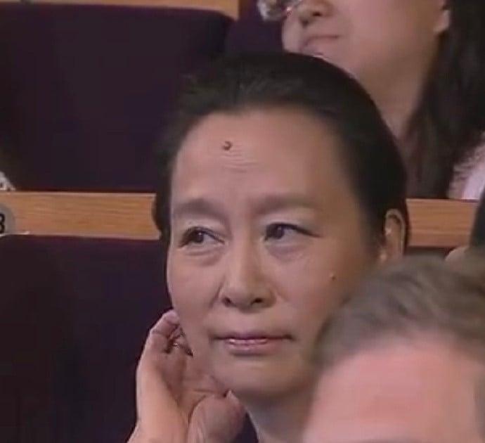 Màn trao cúp Thị hậu drama nhất Bạch Ngọc Lan 2012: Chân Hoàn - Tôn Lệ sượng trân vì hụt giải, Lưu Thi Thi có biểu cảm kinh điển - Ảnh 7.