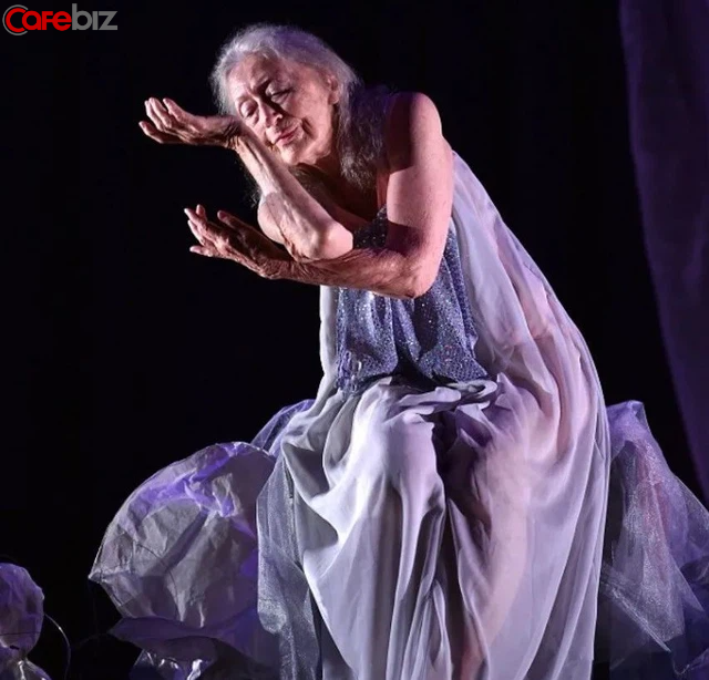 Bí quyết sống thọ của cụ bà 106 tuổi: Không kết hôn, không mua nhà, chỉ tập trung nhảy múa hưởng thụ cuộc sống - ảnh 2
