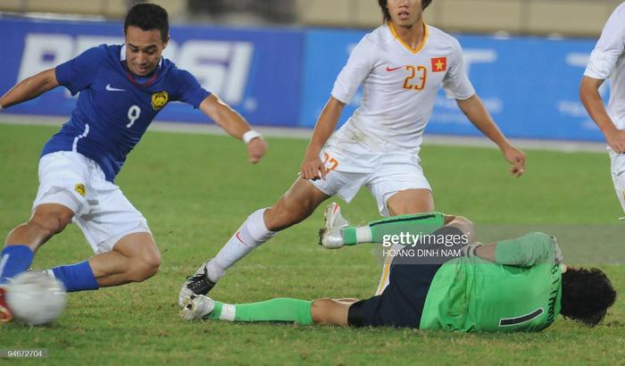 HLV Tan Cheng Hoe cho rằng Tấn Trường hiện tại đã rất khác và sẽ không mắc sai lầm trong trận đấu gặp Malaysia - Ảnh 2.