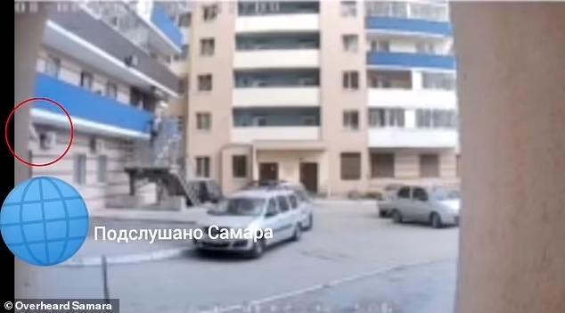 Mẹ trẻ phạt treo con gái nhỏ lơ lửng ngoài ban công gây nên thảm cảnh kinh hoàng, video ghi lại sự việc khiến mọi người rùng mình - Ảnh 3.