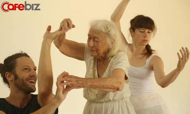 Bí quyết sống thọ của cụ bà 106 tuổi: Không kết hôn, không mua nhà, chỉ tập trung nhảy múa hưởng thụ cuộc sống - ảnh 3