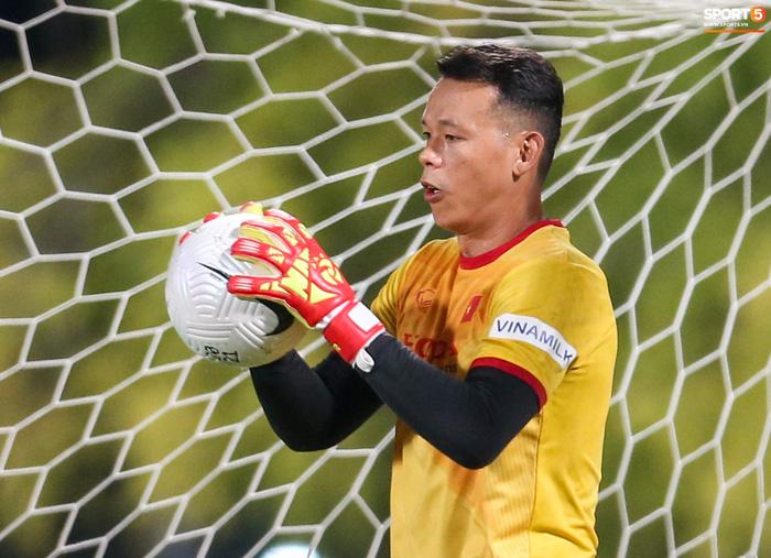 HLV Tan Cheng Hoe cho rằng Tấn Trường hiện tại đã rất khác và sẽ không mắc sai lầm trong trận đấu gặp Malaysia - Ảnh 3.