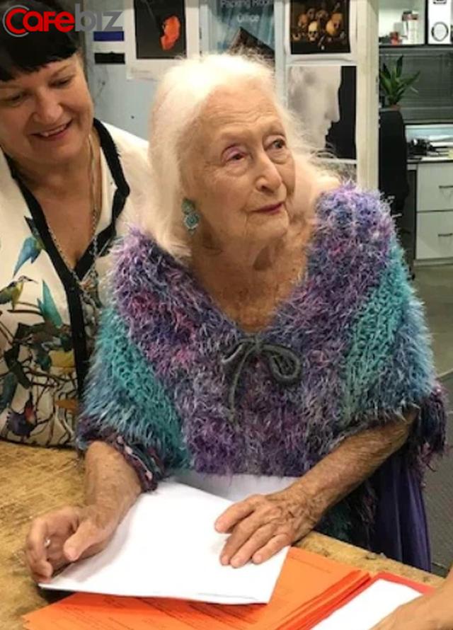 Bí quyết sống thọ của cụ bà 106 tuổi: Không kết hôn, không mua nhà, chỉ tập trung nhảy múa hưởng thụ cuộc sống - ảnh 4