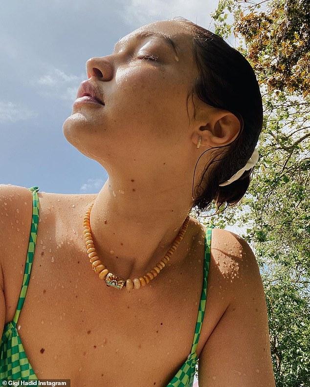Mẹ bỉm 9x Gigi Hadid khoe mặt mộc đỉnh cao, nhưng bóng lưng nhóc tỳ 9 tháng tuổi hiếm hoi lộ diện mới là tâm điểm - ảnh 2