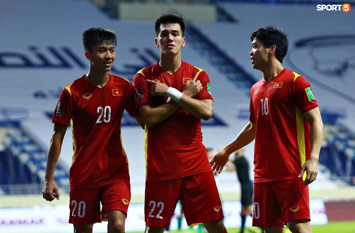 Báo Trung Quốc ca ngợi hết lời, chỉ ra điểm khiến tuyển Việt Nam là hình mẫu cho mọi đội bóng tại vòng loại World Cup  - Ảnh 1.