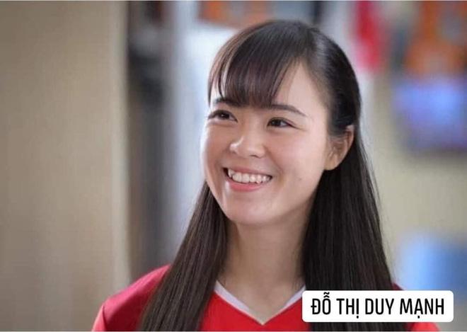 Hình ảnh các nữ cầu thủ ĐT Việt Nam khuấy đảo MXH, nhan sắc thầy Park gây bất ngờ nhất - ảnh 12