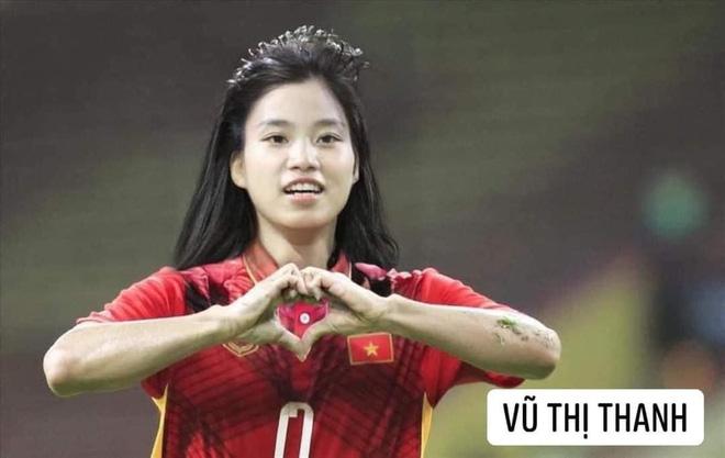 Hình ảnh các nữ cầu thủ ĐT Việt Nam khuấy đảo MXH, nhan sắc thầy Park gây bất ngờ nhất - ảnh 13