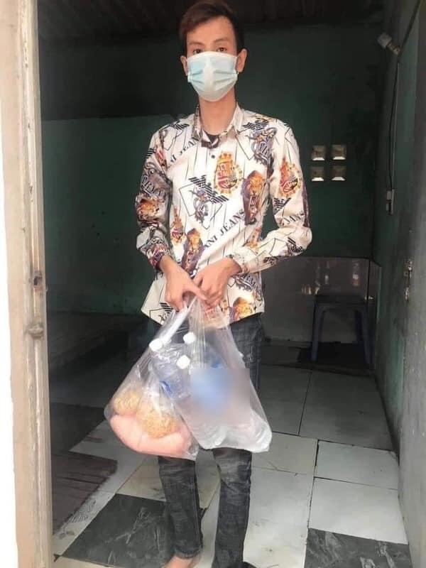 Chính quyền lên tiếng về thông tin thanh niên 17 tuổi trọ ở Bắc Giang phải bán điện thoại, ăn mì tôm liên tiếp 19 ngày trong khu cách ly - Ảnh 1.