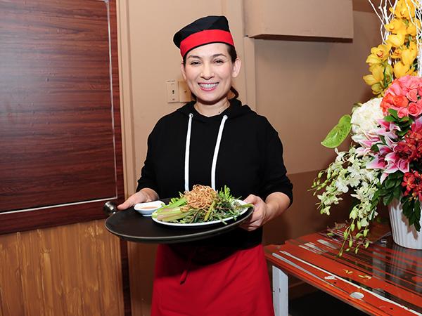 Nhà hàng chay của Phi Nhung hứng bão đánh giá 1 sao từ dân mạng sau drama với con trai nuôi, người từng đến ăn review ra sao? - Ảnh 1.
