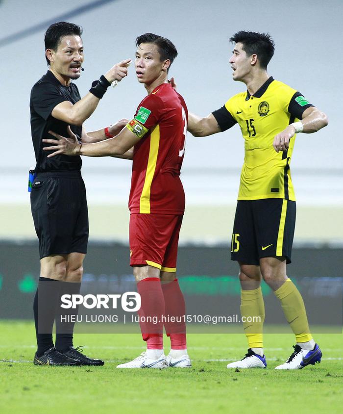 Tình huống Văn Hậu phạm lỗi khiến tuyển Việt Nam nhận bàn thua trước Malaysia - Ảnh 11.