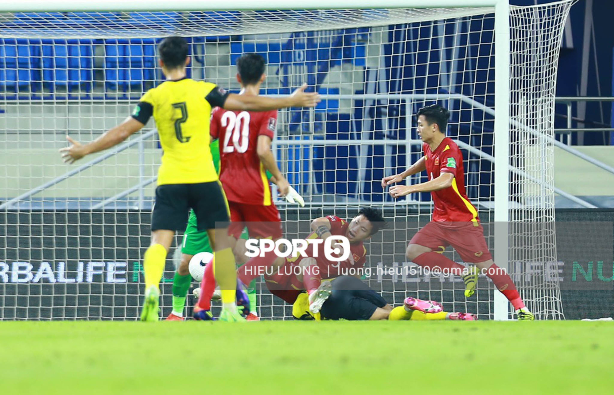 Tình huống Văn Hậu phạm lỗi khiến tuyển Việt Nam nhận bàn thua trước Malaysia - Ảnh 5.