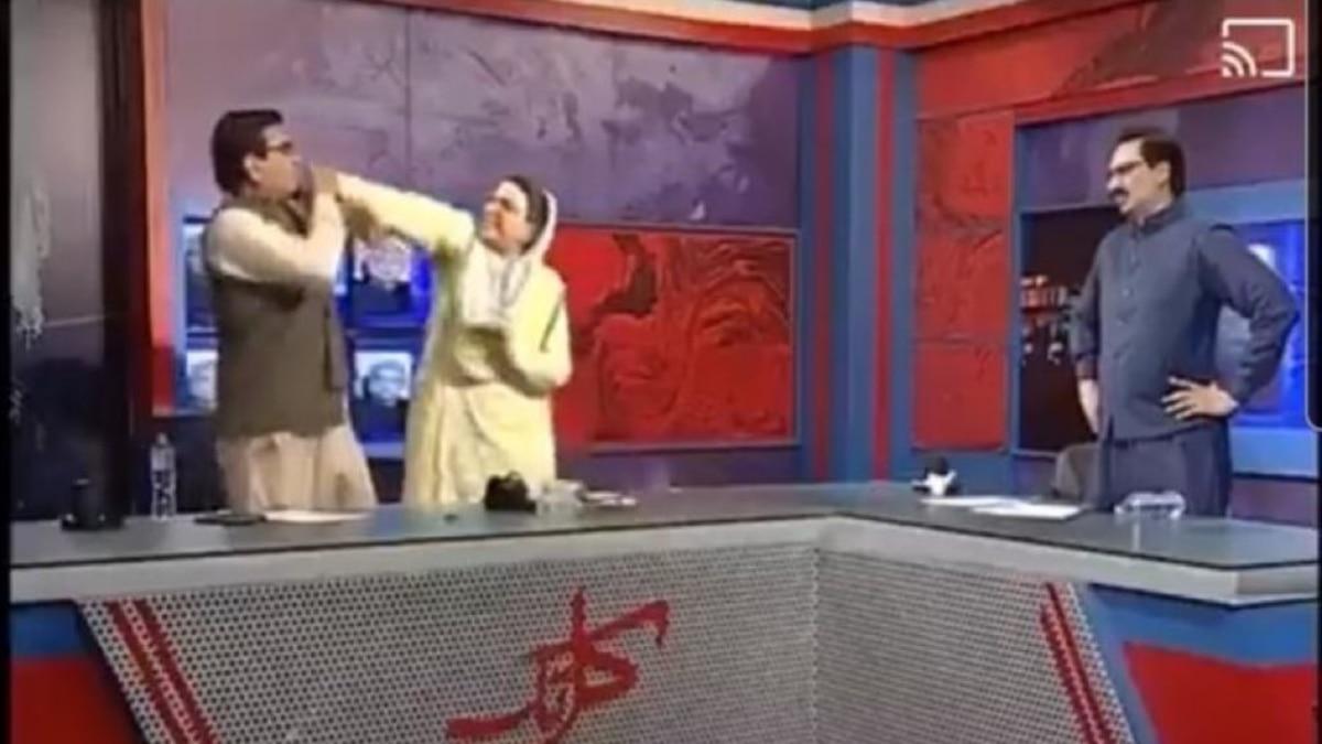 2 chính trị gia vả nhau không trượt phát nào trên sóng truyền hình, MC chỉ biết đứng nhìn trong hoảng hốt - Ảnh 3.