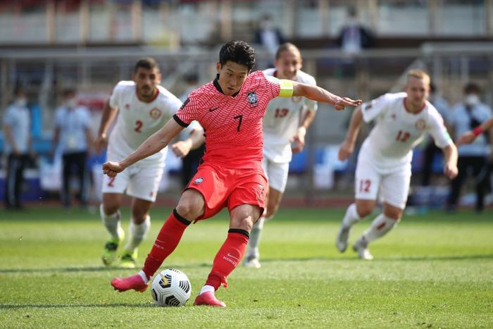 Nóng: Siêu sao Son Heung-min ghi bàn, Hàn Quốc giúp Việt Nam rộng cửa đi tiếp ở vòng loại World Cup 2022 - Ảnh 1.