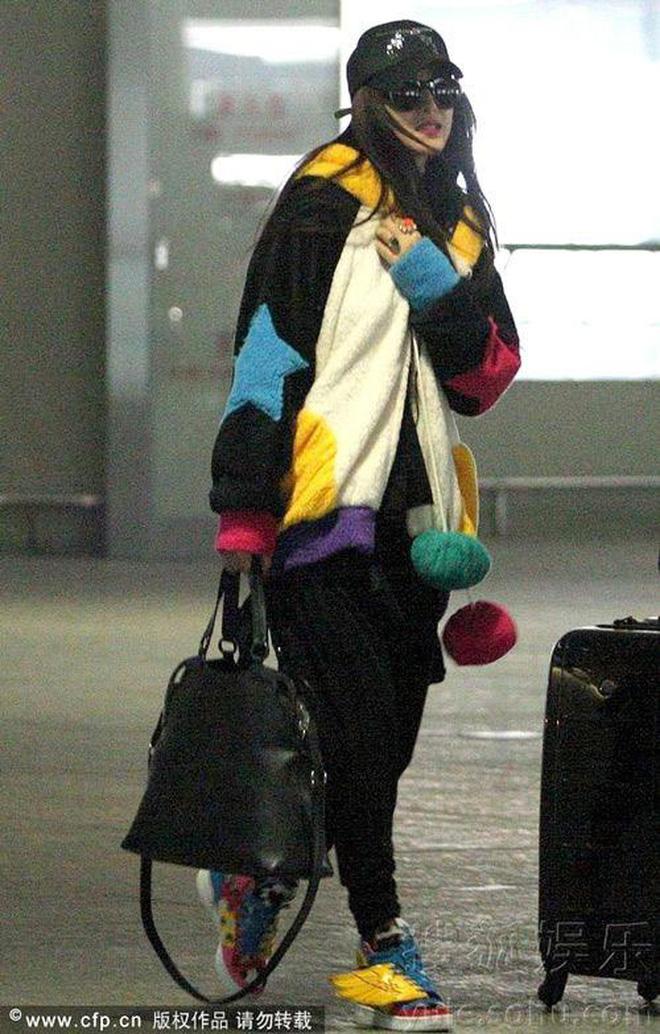 Muôn vẻ thảm hoạ thời trang sân bay của sao Cbiz: Từ xuề xoà, mặc xấu nhè nhẹ cho tới những phong cách không tả được bằng lời... - Ảnh 7.