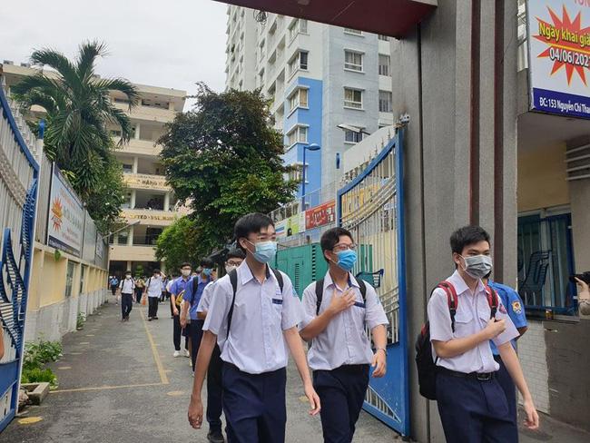 TPHCM hủy đề thi lớp 10 vì giãn cách xã hội thêm hai tuần - Ảnh 1.