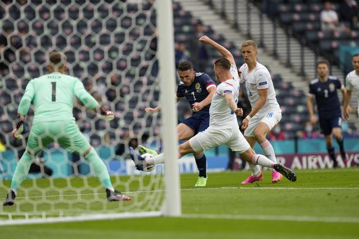 Bàn thắng từ giữa sân giúp CH Czech nhấn chìm tuyển Scotland ở bảng D Euro 2020 - Ảnh 5.