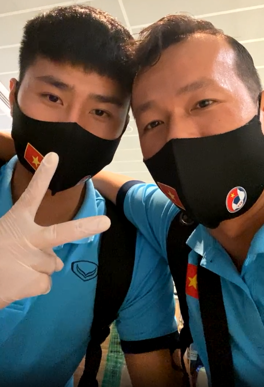 Tuyển Việt Nam lên chuyến bay lúc nửa đêm để về nước sau khi giành được chiến tích lịch sử tại vòng loại World Cup - Ảnh 16.