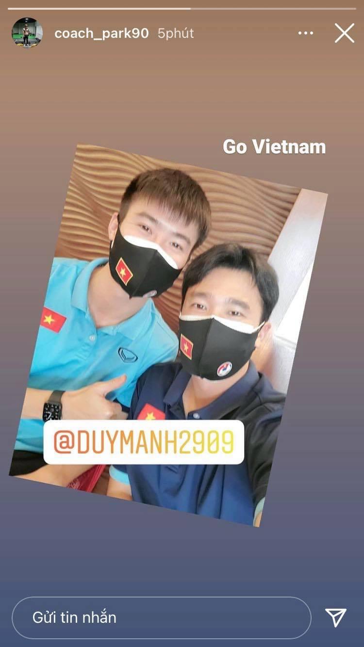 Tuyển Việt Nam lên chuyến bay lúc nửa đêm để về nước sau khi giành được chiến tích lịch sử tại vòng loại World Cup - Ảnh 18.