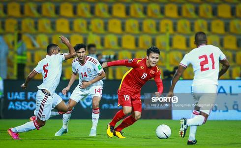 Nhận thêm 1 quả Penalty, Việt Nam bị UAE dẫn trước 2-0 trong 8 phút - ảnh 1