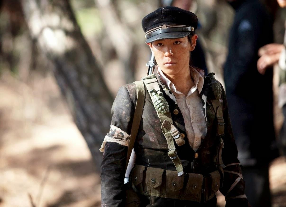 5 diễn viên Hàn bị tai nạn nghiêm trọng trên phim trường: T.O.P suýt mù một mắt, Lee Na Young xém mất mạng - Ảnh 1.