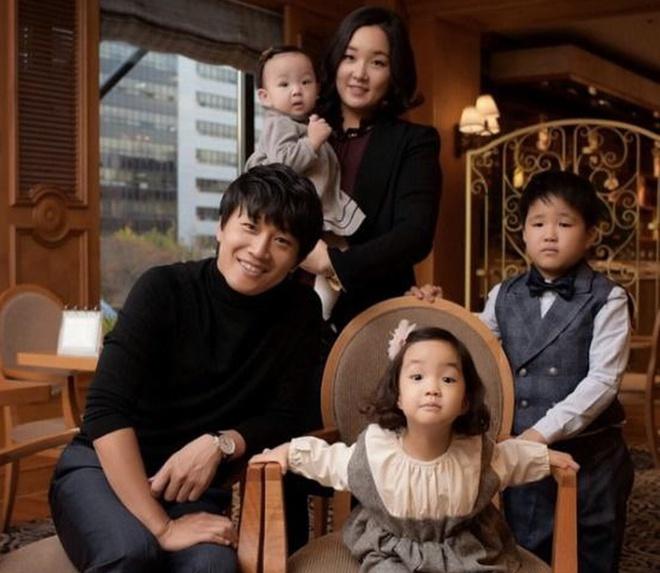 """Cặp đôi Cô Nàng Ngổ Ngáo sau 20 năm: Người thành """"mợ chảnh"""" đắt giá nhất màn ảnh Hàn, kẻ lao đao vì bê bối chấn động - Ảnh 15."""