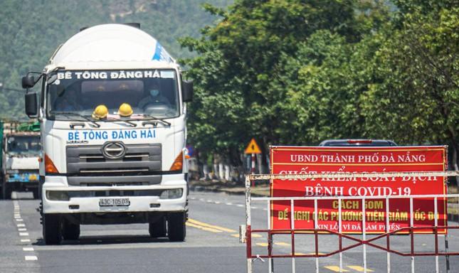 Xe chở người mắc COVID-19 từ TP.HCM lọt vào Đà Nẵng vì qua chốt không có ai chặn - ảnh 1