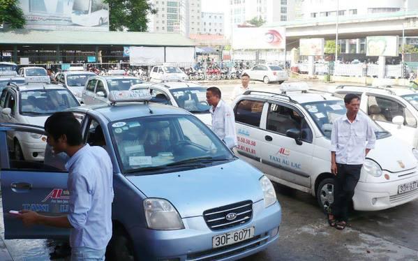 Chỉ thị mới của TP.HCM: Giải tán chợ tự phát, dừng vận chuyển hành khách công cộng