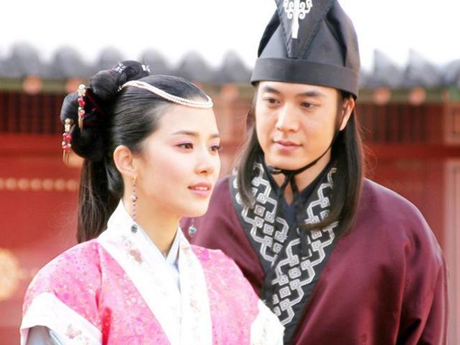 Mợ út tài phiệt của Mine Lee Bo Young: Hoa hậu bị gán mác tiểu tam, cự tuyệt tài tử Ji Sung rồi lại cùng chàng có kết đẹp như cổ tích - ảnh 7