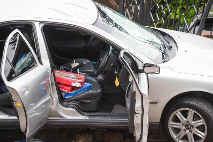 Tuyển Anh nhận kết quả thất vọng, fan tức giận rút súng bắn người, dùng xe tông khiến một phụ nữ có bầu bị thương - Ảnh 2.