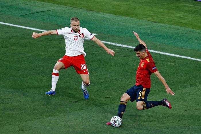 Phung phí hàng tá cơ hội, tuyển Tây Ban Nha bị Ba Lan cầm hoà, rơi vào thế sinh tử tại bảng E - Ảnh 4.
