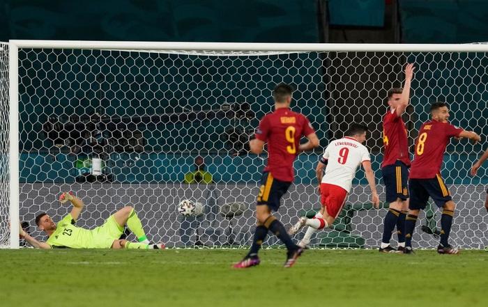 Phung phí hàng tá cơ hội, tuyển Tây Ban Nha bị Ba Lan cầm hoà, rơi vào thế sinh tử tại bảng E - Ảnh 7.