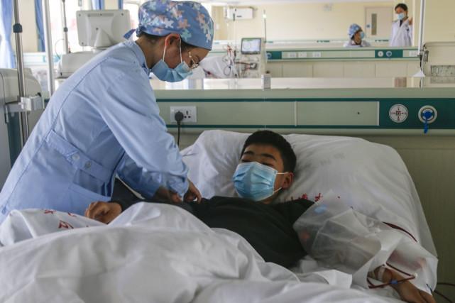 Chàng trai 15 tuổi bị suy thận nghiêm trọng, bác sĩ chỉ ra thủ phạm chính là 2 món ăn khoái khẩu của nhiều người! - ảnh 1