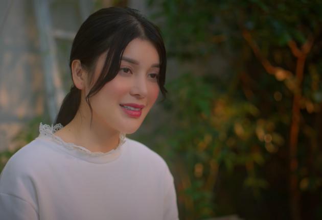 Ngọc Trinh hát Ta Yêu Nhau Đi đầy hạnh phúc, 3 ngày sau Lily Chen cũng ra MV mới Như Chưa Bao Giờ Yêu nghe buồn lắm - ảnh 2